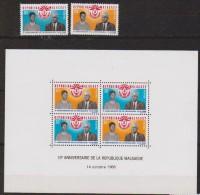 Madagascar  N° 455 Et 456 + Bloc N° 5   Neufs **  (anniversaire De La République) - Madagascar (1960-...)