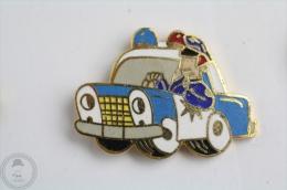 Cartoon Police Car - Pin Badge  #PLS - Policia
