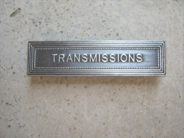 INSIGNE AGRAFE EN ACIER DES TRANSMISSIONS POUR MEDAILLES PENDANTES EXCELLENT ETAT