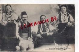 SERBIE - SOUVENIR D' ORIENT 1914-1918- FAMILLE SERBE EN TENUE DE FETE - Serbie