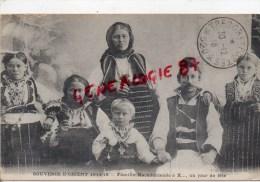 SERBIE - SOUVENIR D' ORIENT 1914-1918-  FAMILLE MACEDONIENNE A X.. UN JOUR DE FETE - Serbie