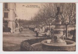 83 - SAINT RAPHAEL - Boulevard Félix Martin - Voitures Anciennes ! Animée ! - Saint-Raphaël