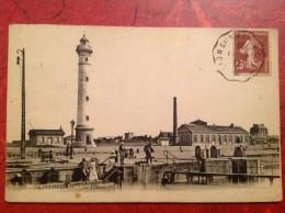 14 Calvados OUISTREHAM Le Phare + Ambulant  Lion Sur Mer à Caen - Ouistreham