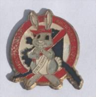 Pin's  Logo équipe ABBOTT O RABBIT - ANCHORAGE - Lapin Tenant Une Batte - D736 - Baseball