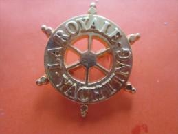 BIJOU BIJOUX Badge  Marine  La Royale Yatching Broche  En Métal Doré >> Voir Photos Recto Verso - Brooches