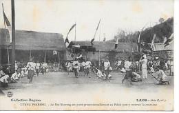 LAOS - LUANG PRABANG - Le Roi Sisavong Est Porté Processionnellement Au Palais Pour Y Recevoir La Couronne - Laos