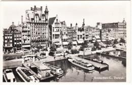 Amsterdam: CITROËN DS & TRACTION AVANT, TRAM Etc. -  Damrak -1951- Rondvaartboten & Steiger  - Noord-Holland / Nederland - Turismo
