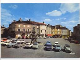 Le Dorat Place Charles De Gaulle Voiture 2cv - Le Dorat