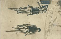 SPORT / CYCLISME /SUPER CARTE PHOTO De 2 Cycliste Dans Un Stade Avec PUBs Derrière : La Française 'Diamant' Et PNEU .. - Cyclisme