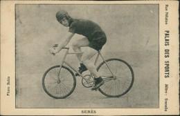 CYCLISME / Palais Des Sports - Le Coureur Sèrès Sur Son Vélo - Rue Nélaton, Métro : Grenelle, Photo Boldo - Cyclisme