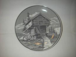 Porsgrund  Norway Sierbord - Diameter 17 Cm  - Gesigneerd P P - Ceramics & Pottery