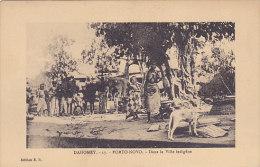 Dahomey - Porto Novo - Dans La Ville Indigène (animée, Seins Nus, Chien) - Dahomey