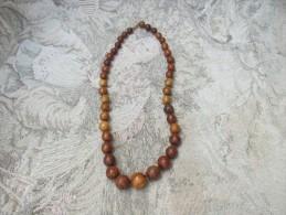 1 Collier De Perles En Bois D'olivier - Necklaces/Chains