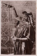 Une Fileuse (Afrique Du Nord) - Women