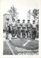 1948 - 1950 : PHOTO DEVANT L'EMBLEME DE LA 1 ERE ARMEE . RHIN ET DANUBE . JUIN 1948 - War, Military