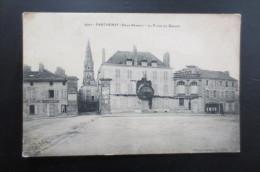 Parthenay La Place Du Donjon - Parthenay