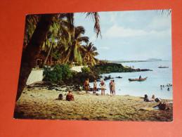 CPM, Carte Postale, Les Comores Moroni, Plage Et Hotel Itsandra, Animée - Comores