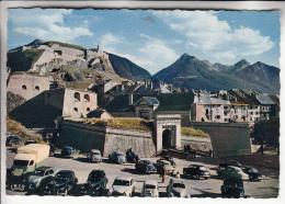 VOITURES - AUTOMOBILES : Camionnette 2 CV 203 Et 403 Peugeot à BRIANCON Vieille Citadelle - CPSM Dentelée GF - - Passenger Cars
