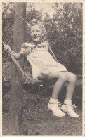 Blondes Mädchen Auf Schaukel - Orig.Fotokarte 1935? - Kinder