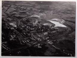 Rare Photo Aérienne De Salindres (Gard), Usine Chimique Rhône-Poulenc, Années 1969-1970 - Lieux