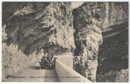 38 - Route Des Grands Goulets - La Roche Fendue - Automobile - France