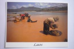 Laos - Luang - Phrabang ( Chercheurs D'or Dans Le Mekong ( Carte Non Ecrite Superbe Etat (2 Scann ) D 12 X 16,5 - Laos