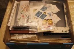 """(493) urige Kiste """"alle Welt"""" mit netter Sammlung Tschechen usw......"""