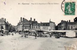 Cpa 1912, EPERNAY, Marne, Marché Sur La Place De La République Et Rue De Châlons , Commerces (42.62) - Epernay