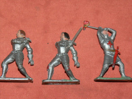 FIGURINES SOLDAT LOT  3  SOLDATS   EN MATIERE PLASTIQUE  CRESCENT TOY  Co   MADE IN  ENGLAND - Militaires