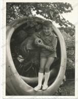 REAL PHOTO, Boy In Shorts Posing In An Old Airplane Engine , Garçon Posant Dans Un Moteur D'avion Vieux  Old ORIGINAL - Enfants