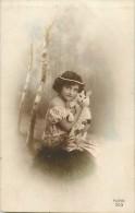Themes - Enfants - Ref 416 -fantaisie -  Fille  Tenant Un Chat Dans Ses Bras - Filles - Chats  - Carte Bon Etat - - Portraits