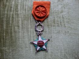 Médaille D'officier De L'ordre Ouissam Alaouit Chérifien En Parfait état (port En Sus) - Médailles & Décorations