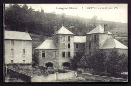 CPA ANCIENNE- FRANCE- COUPIAC (12)- LES ECOLES EN TRES GROS PLAN AVEC ANIMATION SOUS LE PORCHE- JARDIN - Other Municipalities
