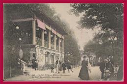 PARIS 19ème Arrondissement. - Buttes Chaumont. Le Café  Restaurant Bouquet. (C.P.A. - Petit Format. - Animée.) - Arrondissement: 19