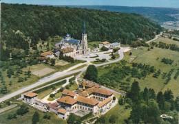 Cp , 88 , DOMRÉMY-LA-PUCELLE , Vue Aérienne , Basilique Nationale De Ste-Jeanne D'Arc , Au Premier Plan Le Carmel - Domremy La Pucelle