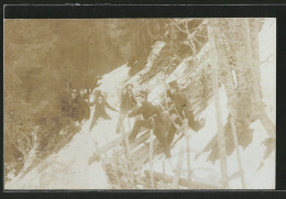 Foto-AK Grenzpolizisten Stellen Schmuggler Im Gebirge - Douane