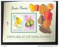 MALDIVES ; MINT N.H. STAMPS ; SCOTT # 556 ; IGPC 1975 ( TROPICAL FRUITS - Maldives (1965-...)