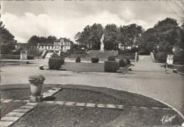 395-12 MURET : Parc Et Monument Clement Ader- TRES RARE VARIANTE- Editions Modernes Theojac- Petits Plis Coin Sup. Droit - Muret
