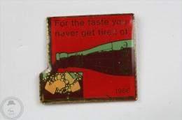 Coca Cola 1966 Vintage Advertising - Pin Badge #PLS - Coca-Cola
