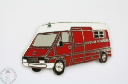 Sapeurs Pompiers 18 - Fireman/ Firefighter Pin Badge #PLS - Bomberos