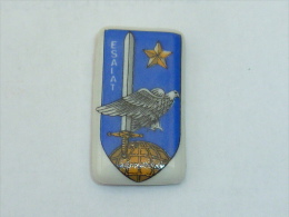 Pin's INSIGNE MILITAIRE, E.S.A.L.A.T., Signe LAZEYRAS LIMOGES - Army