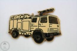Sapeurs Pompiers - Fireman/ Firefighter, Camion/ Truck Pin Badge #PLS - Bomberos