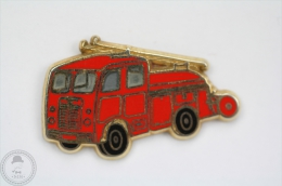 Sapeurs Pompiers - Fireman/ Firefighter, Camion/ Truck - Berliet Premiers Secours - Signed Ballard - Pin Badge #PLS - Bomberos
