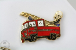 Sapeurs Pompiers Camion/ Truck - Fireman/ Firefighter - Signed Ballard - Pin Badge #PLS - Bomberos