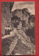 CLO2-13 Loèche-les-Bains, Chemin De La Gemmi Touristes ANIME Phototypie 6969 Cachet 1917 - VS Wallis