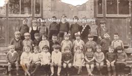 CPA PHOTO DE CLASSE PHOTOGRAPHE DEMIERRE LYON 664 - Schools