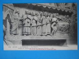 51 : REIMS : La CATHEDRALE,LES DAMNES DETRUIT Par Les ALLEMANDS En 09/1914 : C.P.A. En Trés Bon état - Chiese E Cattedrali