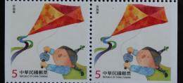 Pair Taiwan 2014 Children At Play Stamp Booklet Toy Kite Kid Boy Costume Sport - Cuadernillos/libretas