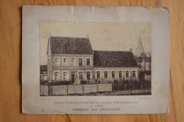 59 : Ecole Catholique Des Soeurs Fondée à Rexpoëde En 1888 - Hommage Aux Bienfaiteurs - Etat Médiocre - (n°2194) - Autres Communes