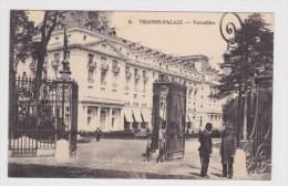 (RECTO / VERSO) VERSAILLES EN 1917 - N° 6 - TRIANON PALACE AVEC PERSONNAGES - SUPERBE CPA - Versailles
